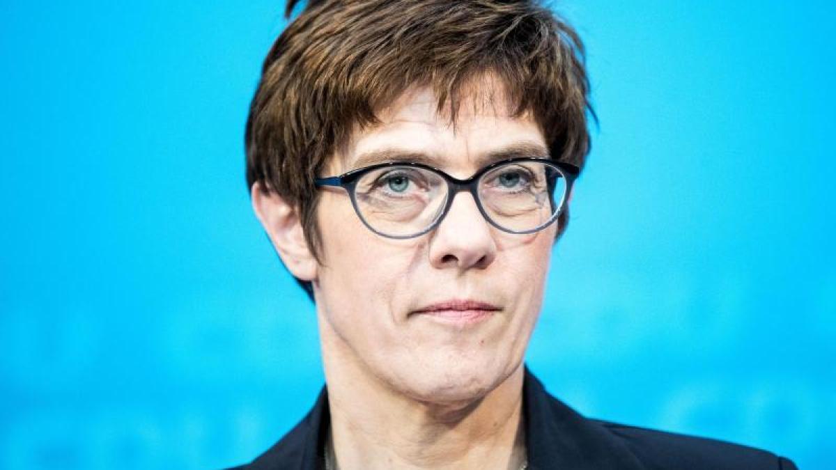 Главную партию Германии возглавила Аннегрет Крамп-Карренбауэр