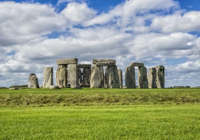 Стоунхендж - однj из самых известных доисторических произведений искусства