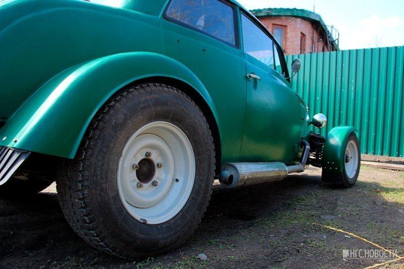 Несмотря на свою любовь к автомобилю, мужчина собирается продавать рэт-род, потому что после всех внесённых в классический «Москвич-400» изменений ему не удаётся зарегистрировать машину в ГИБДД. авто, автомобили, кастомайзинг, москвич, самоделка, своими руками, хот-род
