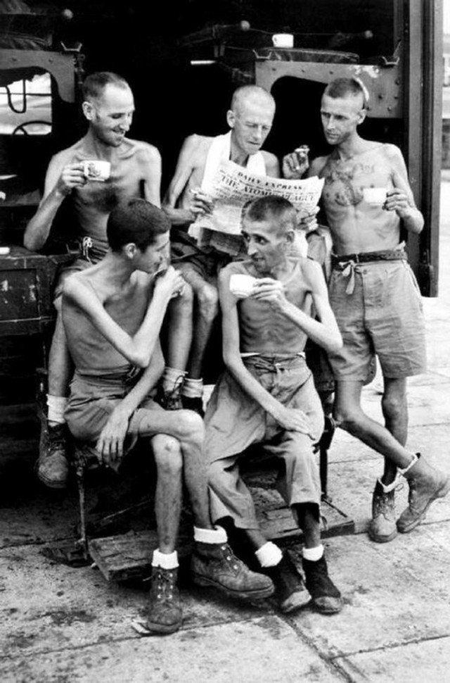 Австралийские солдаты после освобождения из японского плена в Сингапуре. 1945 год история, ретро, фотографии
