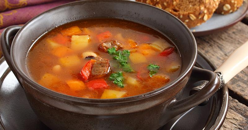 Густой немецкий суп «Пихельштайнер». Муж, как заколдованный король, ходит по кухне и выпрашивает добавку.