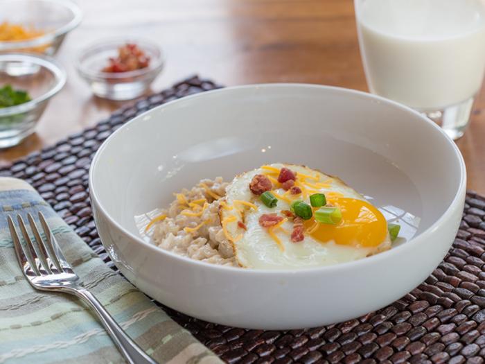 Вкусная овсянка бывает не только на завтрак. /Фото: thezeroed.com