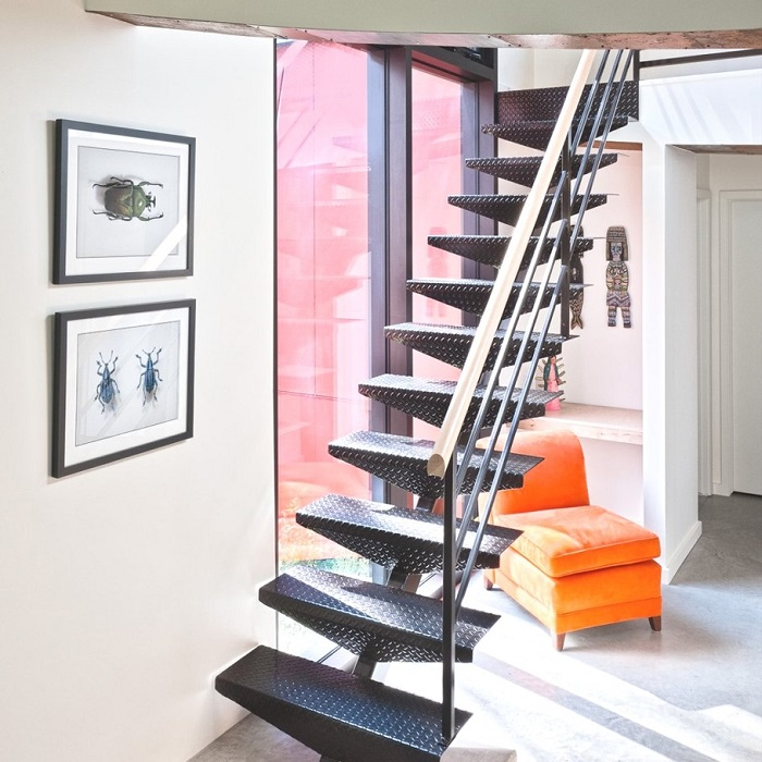 Локаничные лестницы в дизайне интерьера