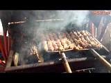 Жарим мясо на вилах   оригинальная идея