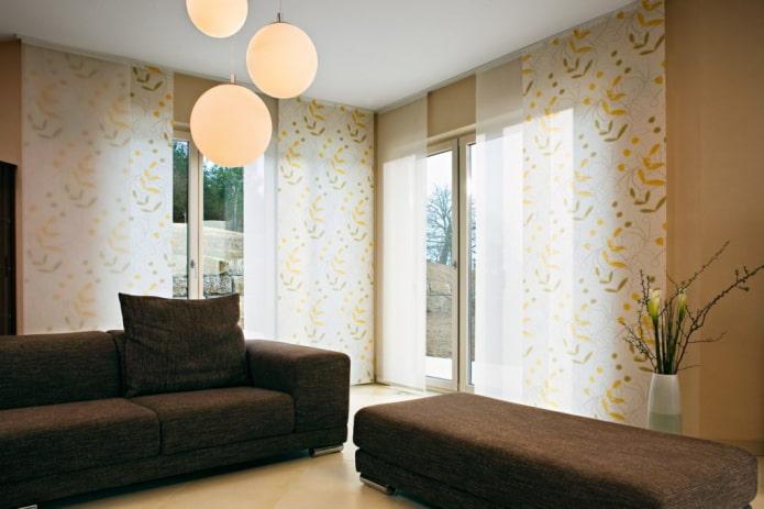 японские панели в интерьере гостиной