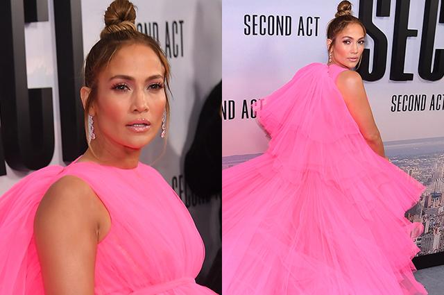 Пышное розовое платье и еще четыре образа: Дженнифер Лопес продолжает модные эксперименты