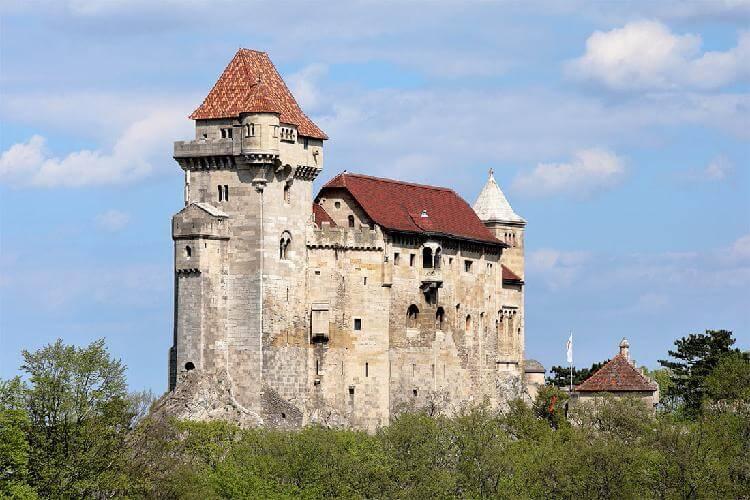Замок Лихтенштейн: живая лег…