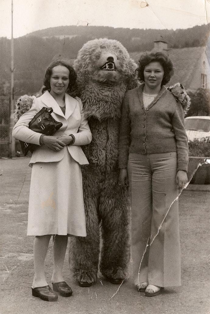 Мишка Тэдди: странная коллекция фотографий немцев с огромными белыми медведями