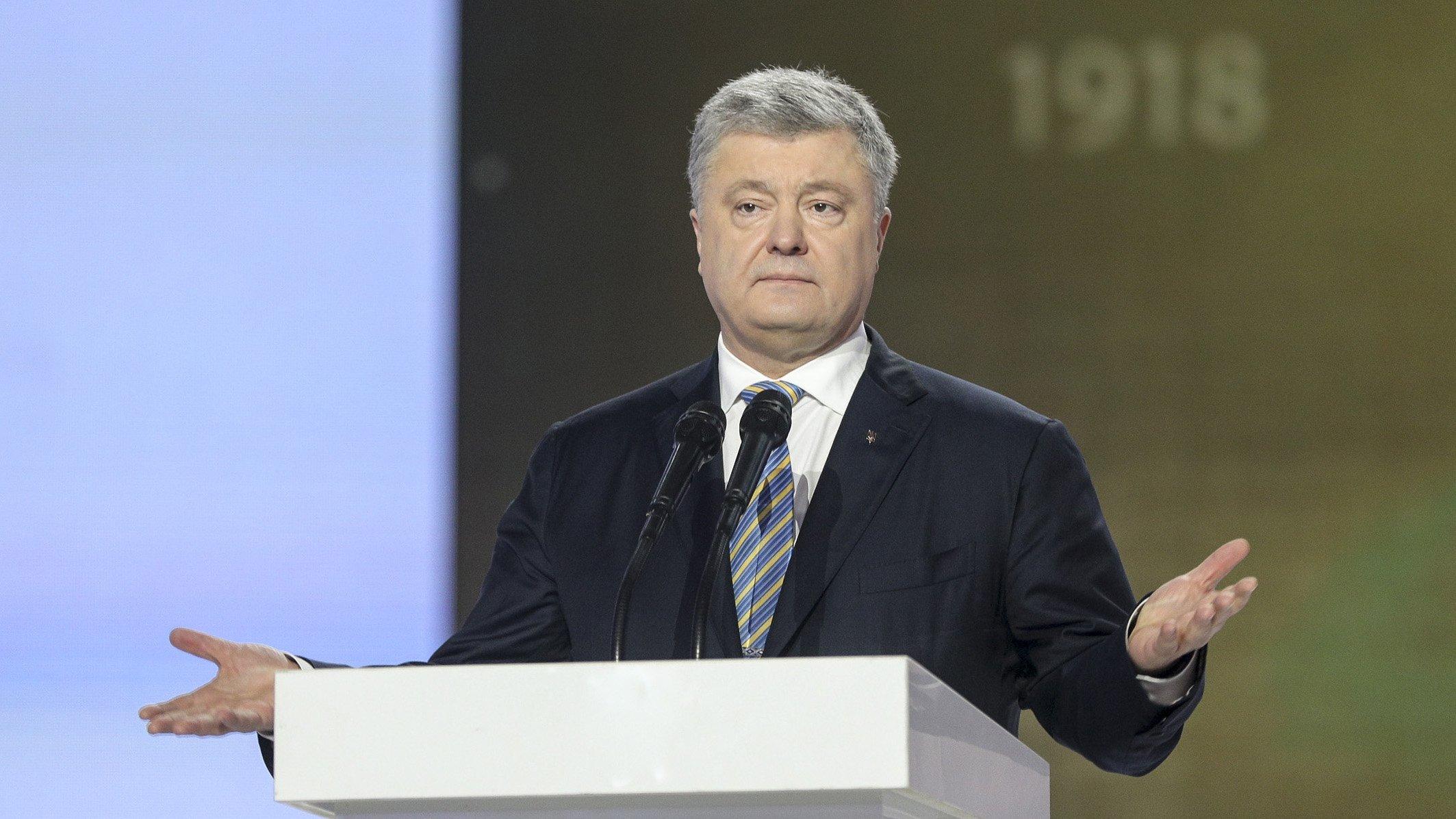 На Украине военнослужащая упала в обморок после слов Порошенко о вооружении новости,события