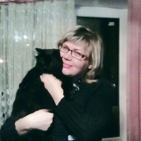 А в дверях стояла кошка и держала в зубах котенка...