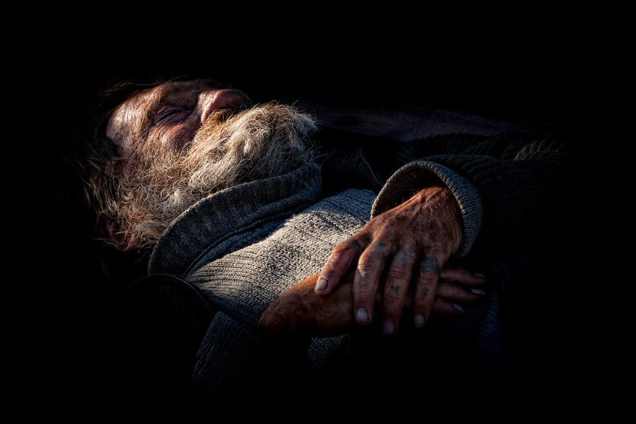 Вам какой гроб? Фельдшер — о том, как похоронщики приезжают к старикам до скорой