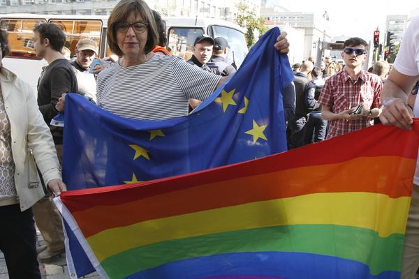 Волнующуюся за украинских ге…
