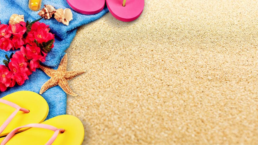 Песок горячий ступни греет...