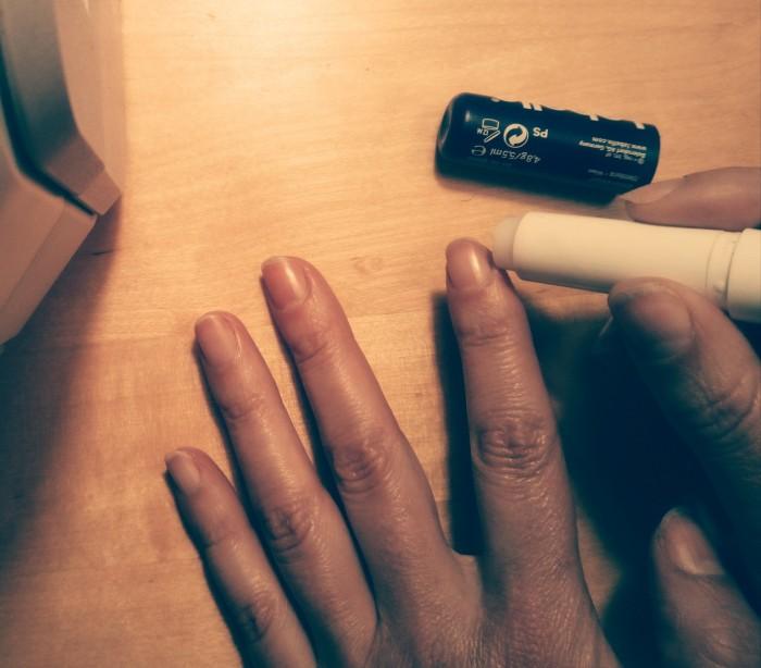 Лайфхак для тех, кто имеет вредную привычку кусать кожу на пальцах. /Фото: 3.bp.blogspot.com