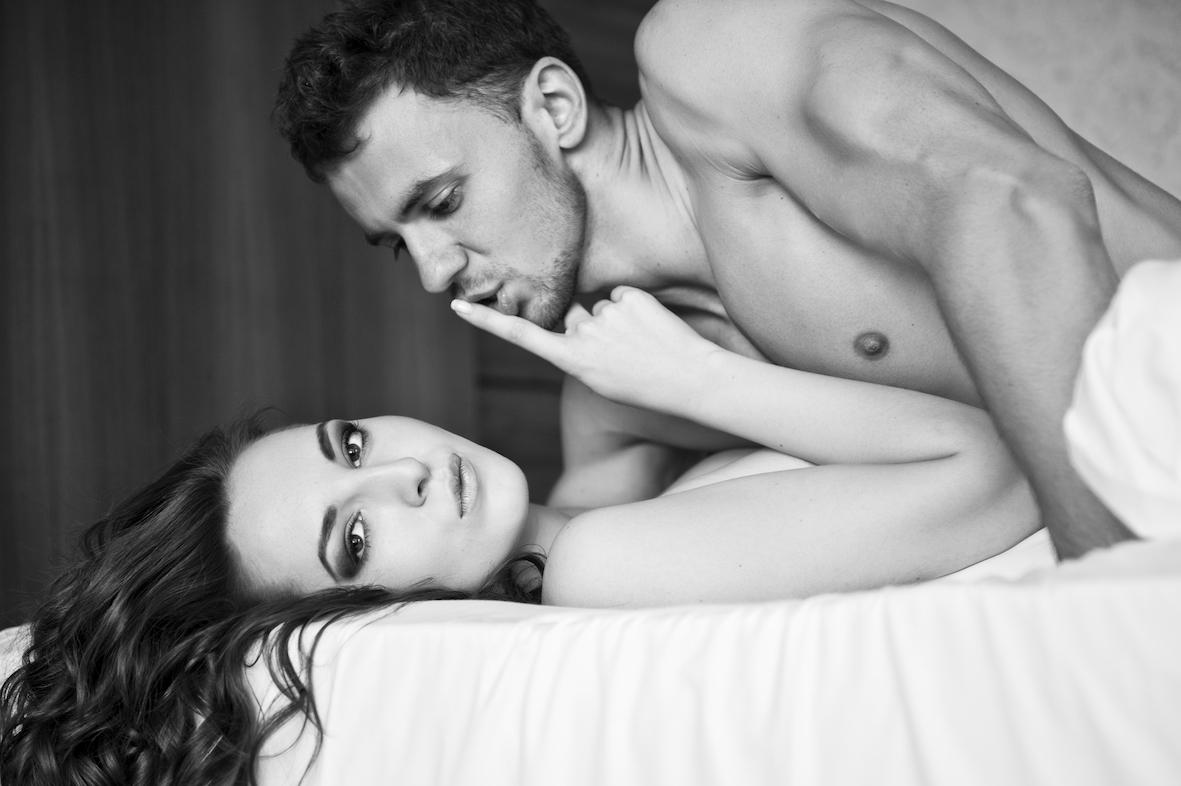 Секс он ублажает ее, как узнать что у девушки наступает оргазм смотреть видео