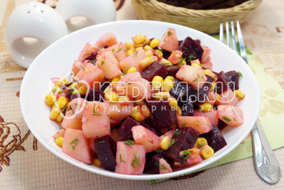 Салат со свеклой кукурузой