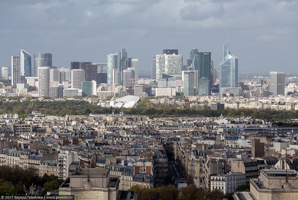 Деловой район Ла-Дефанс (фр. La Défense).
