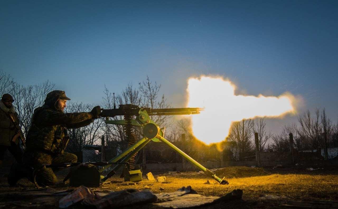 Каратели 16 раз обстреляли ДНР. Под огнем оказалась школа