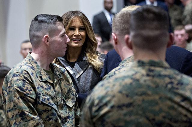 Мелания Трамп встретилась с морскими пехотинцами и выступила на конференции, посвященной поведению в сети новости, мелания трамп