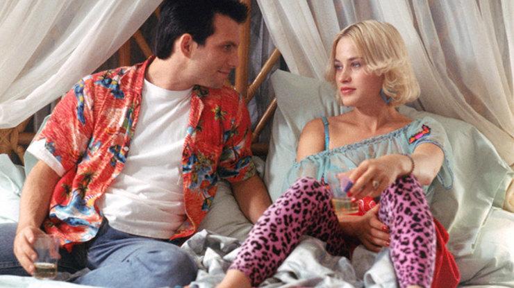 Змеиный пиджак и розовый леопард: безумная мода из фильмов 90-х