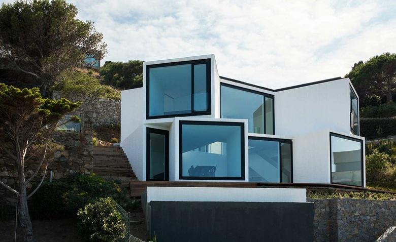 Чудесный дом, открытый солнцу и морю