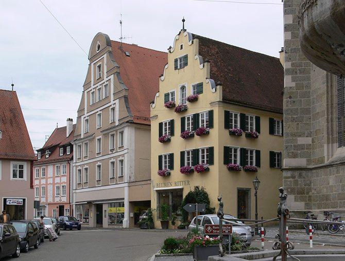 Нордлинген — уникальный город, расположенный в метеоритном кратере Бавария,Германия,Нордлинген