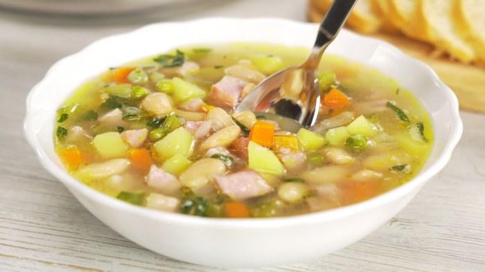 Все, что найдется дома, станет отличным наполнением для супа. /Фото: i.ytimg.com