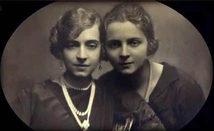 Маргерит со своей дочерью Раймон.