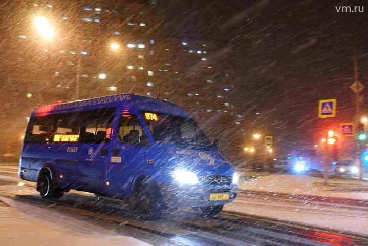 Водителей призвали пересесть на общественный транспорт из-за снегопада