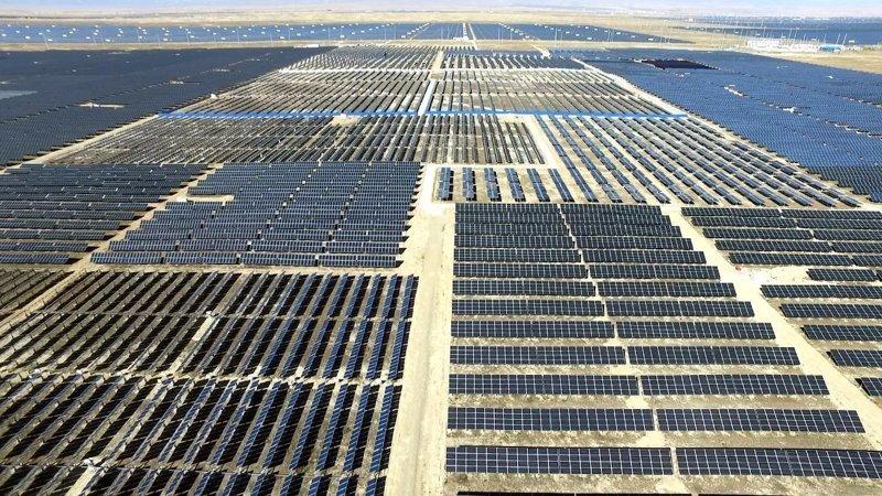 Солнечный парк в китайской провинции Цинхай строится с 2013 года и беспрерывно расширяется Цинхай, китай, мир, солнечная батарея, солнечная ферма, солнце, электроэнергия