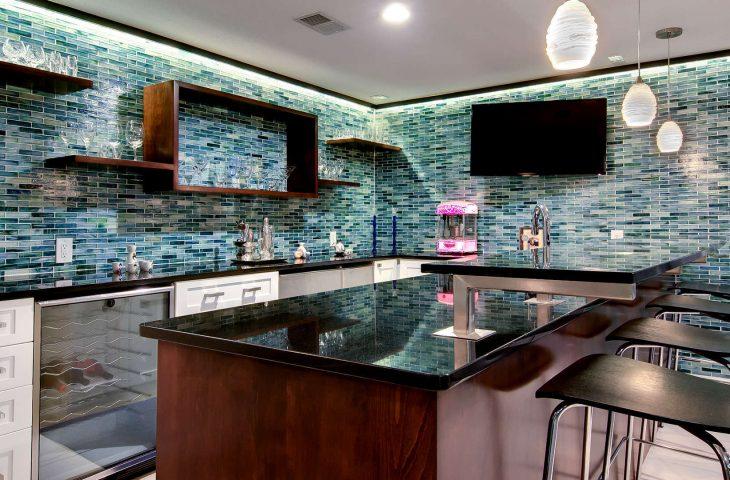 Барная стойка на кухне – бунтарский дух или современный элемент дизайна?