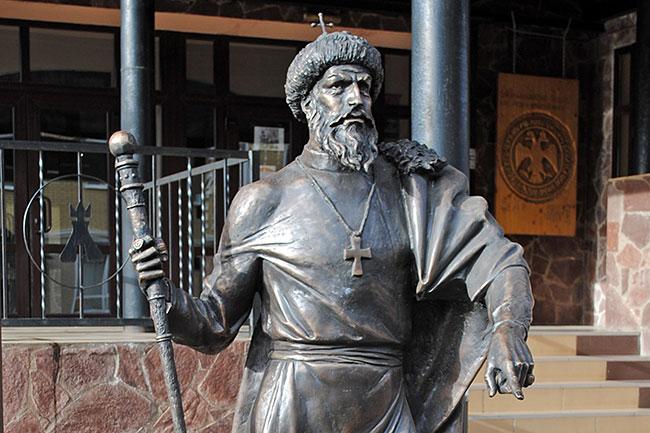 Назло гозманам: в России установили памятник Иоанну IV Грозному