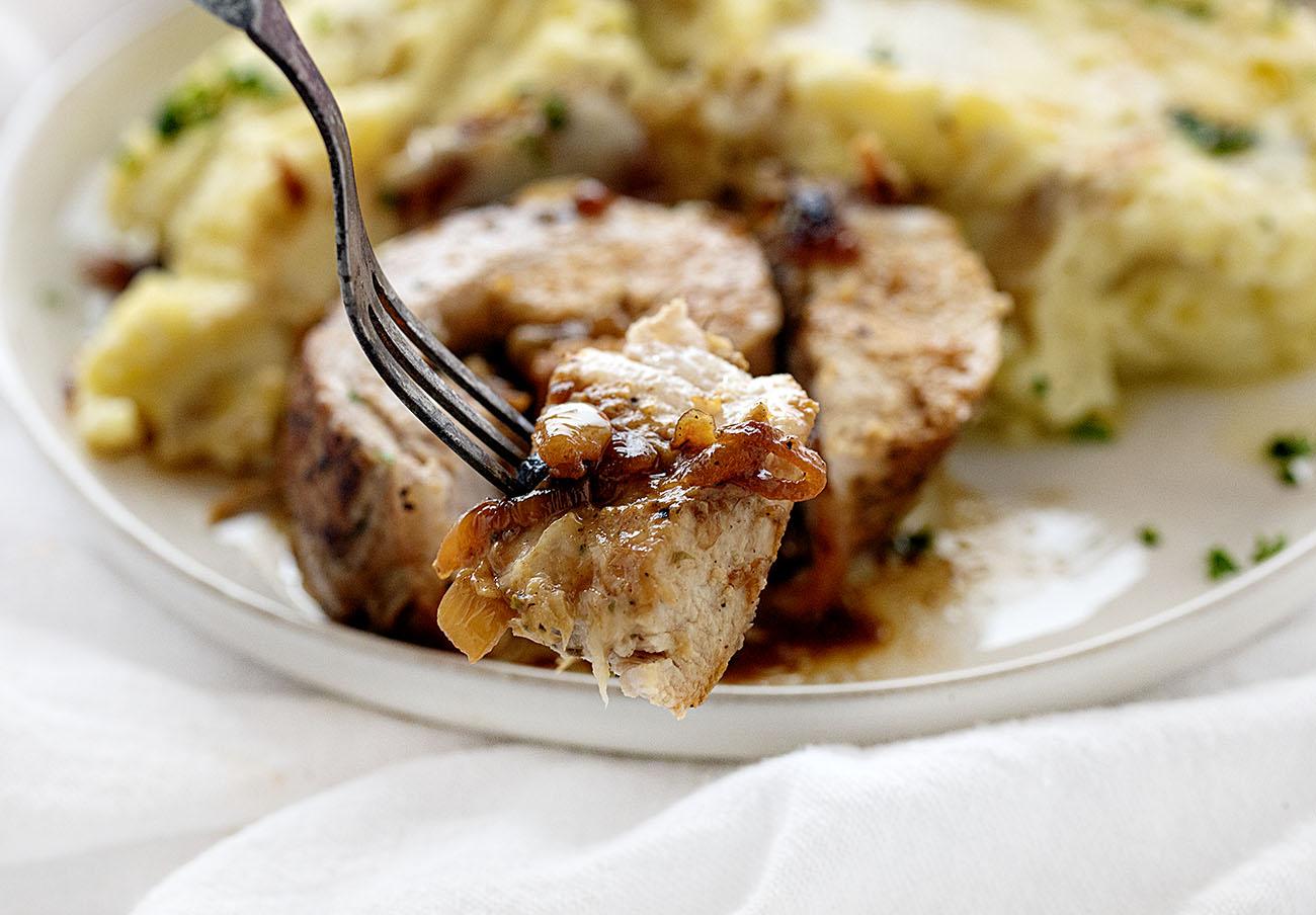 Корейка по-французски, фаршированная луком: срочно записывайте рецепт! вкусные новости,кулинария,мясные блюда,французская кухня