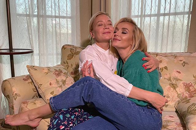 День матери: Регина Тодоренко, Алсу, Тимати, Полина Гагарина и другие звезды публикуют архивные снимки и поздравляют своих мам