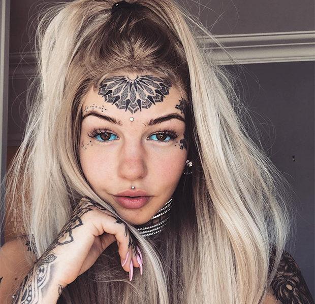 Австралийка за семь лет сделала себе 50 татуировок и даже изменила цвет глазных яблок