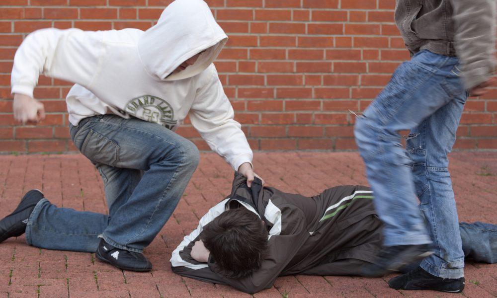 Дети-герои снимают избиение своих сверстников