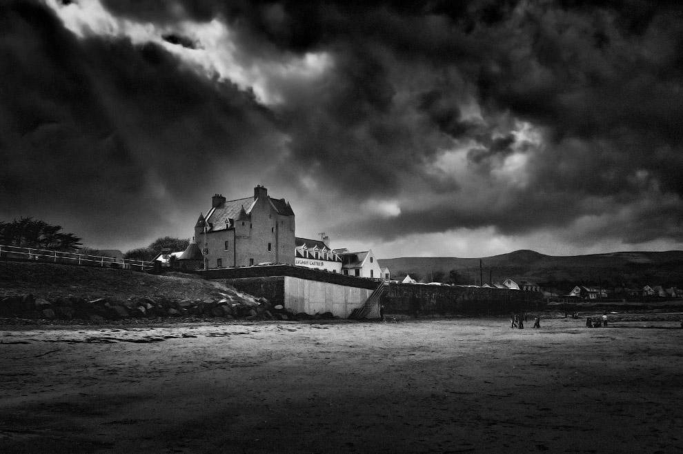 замок Баллигалли в Ирландии (Ballygally Castle)