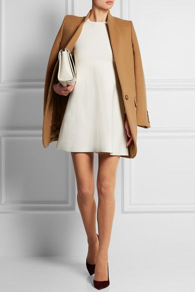 Белое платье и пальто из кашемира