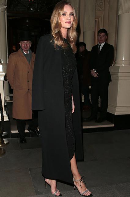 Рози Хантингтон-Уайтли в элегантном образе total black на вечеринке в Лондоне Звездный стиль