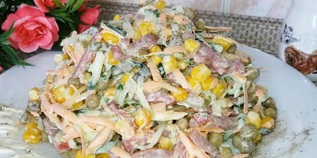 Рецепты: Салат с кукурузой, огурцами, горошком и колбасой