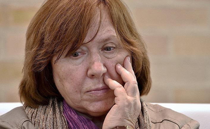 Светлана Алексиевич: «В Белоруссии мы переживаем ситуацию, схожую с послечернобыльской»  Политика
