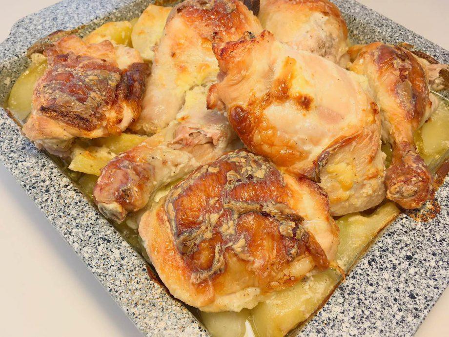 Картофель просто тает во рту, а курочка такая сочная. Это просто идеальный ужин