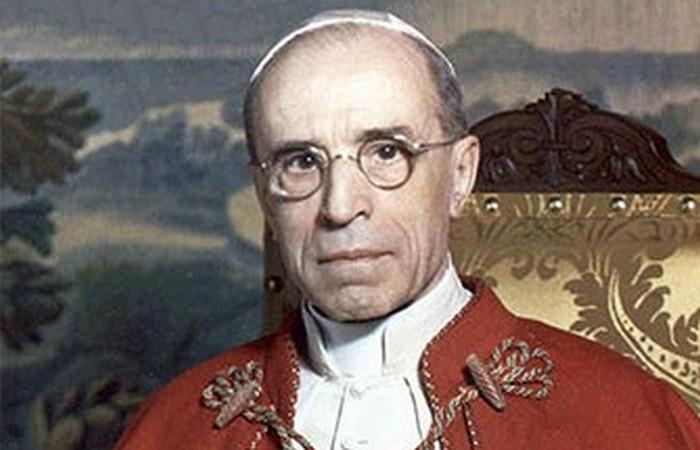 Доказательства того, что Папа Пий XII помогал Гитлеру./ Фото: celebrityrave.com