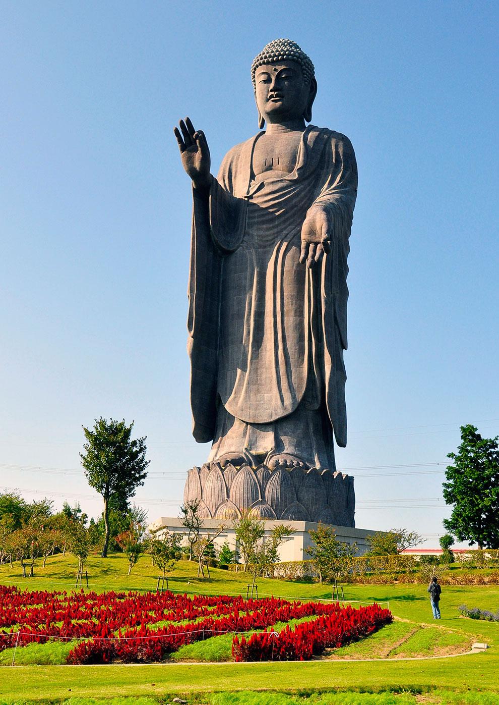 Статуя будды Амитабхи