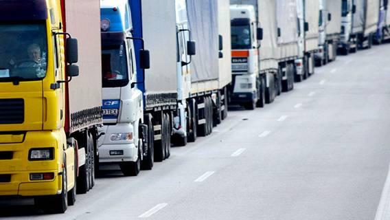 Британские перевозчики несут убытки из-за растущих очередей из грузовиков в графстве Кент ИноСМИ