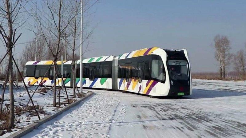 В Китае тестируют безрельсовый электропоезд Тесты, авто, автопоезд, видео, китай, поезд, электромобиль