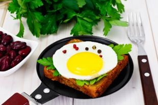 Начинаем день с яйца. 8 сытных летних завтраков