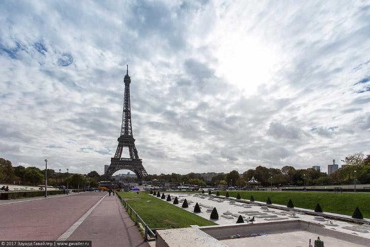 Эйфелева башня со стороны сада Трокадеро (Jardins du Trocadéro).