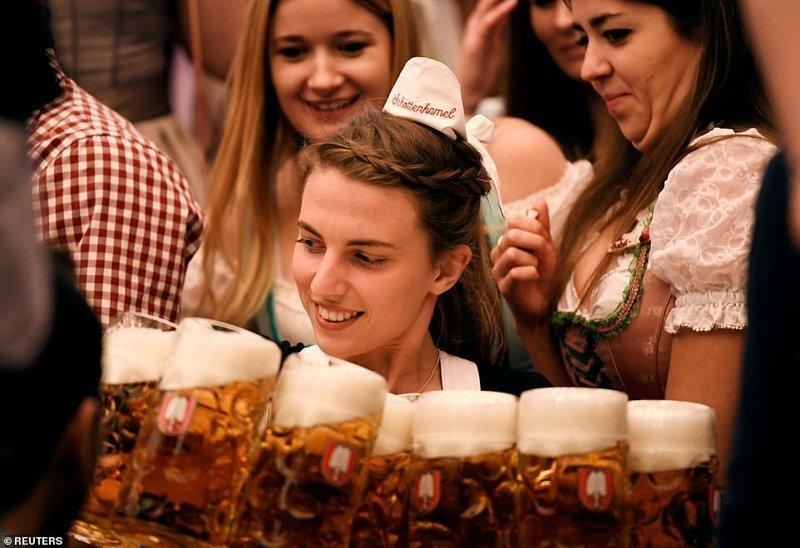 """На """"Октоберфесте"""" ежегодно выпивается около 7 млн литров пива ynews, бавария, гуляния, мюнхен, октоберфест, октоберфест 2018, пивной фестиваль, пиво"""