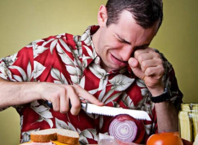 Как нарезать лук без слез?
